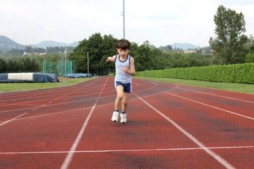 Hvornår kan børn begynde at løbe?