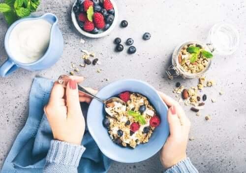 Top 3 morgenmadsopskrifter fyldt med kostfibre