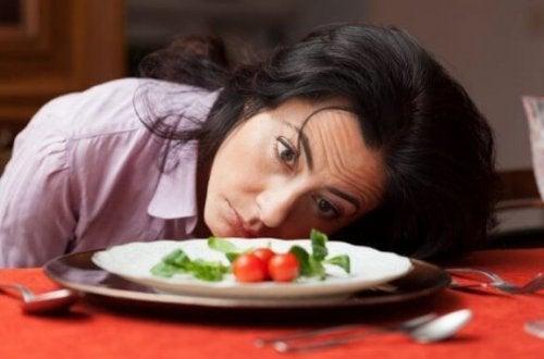 Frau macht Diät