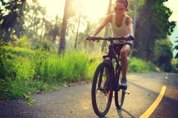 Tricks, um das Gleichgewicht auf dem Fahrrad zu halten