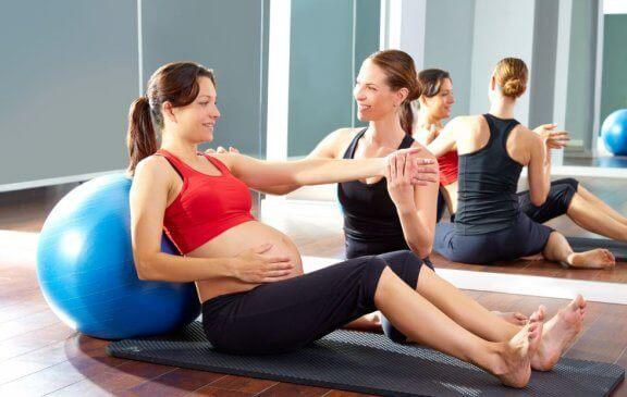 Tolle Pilates-Übungen während der Schwangerschaft