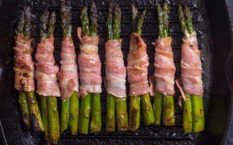 Spargel mit Bacon