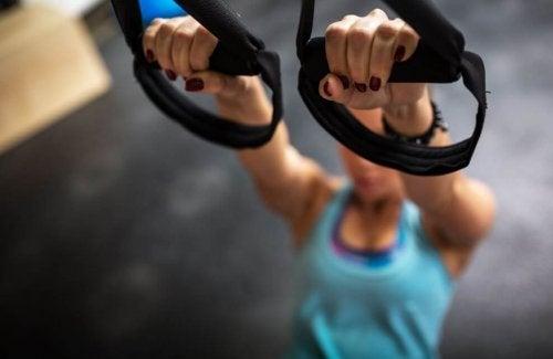 TRX-Übungen für Schwimmer und Sportler