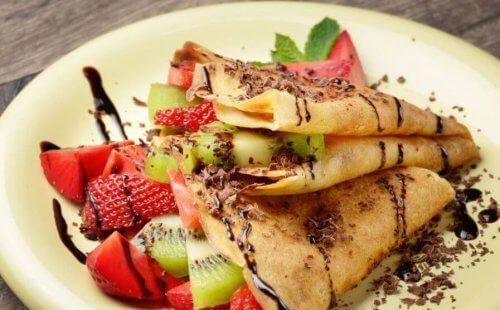 Erdbeer- und Kiwi-Crepes