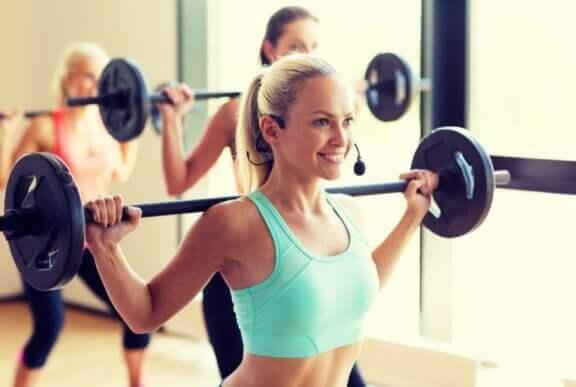 Muskelaufbau mit verschiedenen Trainingstechniken