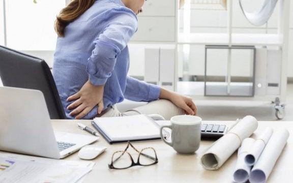 Dehnübungen gegen Schmerzen im unteren Rücken