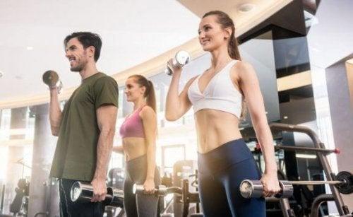 Freihantel-Übungen zum effektiven Abnehmen