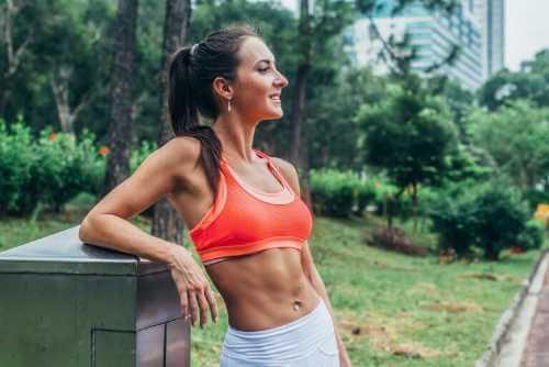 Eine effektive Bauchroutine mit einfachen Übungen