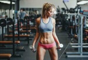Muskelgedächtnis - Frau beim Training