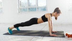 Übungen für ältere Menschen - Liegestütze