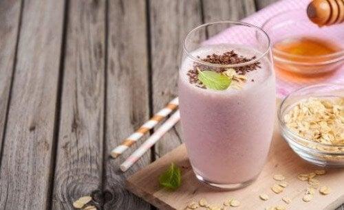 Hausgemachte Protein-Shakes mit Erdbeere