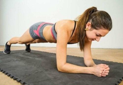 Isometrisches Training: Eine Übungsroutine, um deinen Körper zu straffen