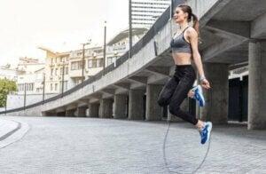 Seilspringen stärkt die Muskeln