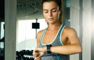 Tabata ist eine intensive Trainingsmethode, die in kurzen Zeitintervallen durchgeführt wird,