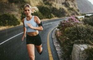 Trainiere in Intervallen, um schneller und länger zu laufen
