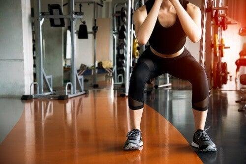 Schlanke Oberschenkel mit Kniebeugen