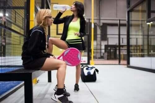 Paddle-Tennis: Achte auf eine ausreichende Flüssigkeitszufuhr!