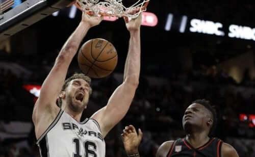 Dunkings NBA - Spieler am Korb