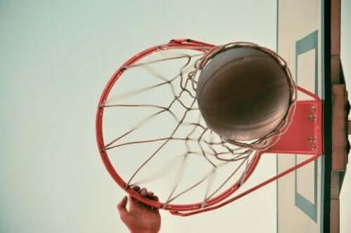 Dunkings NBA - Korb von unten