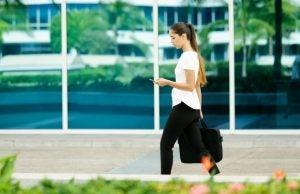 Marcher en dehors de la salle de gym permet de réguler sa circulation et de garder la forme.