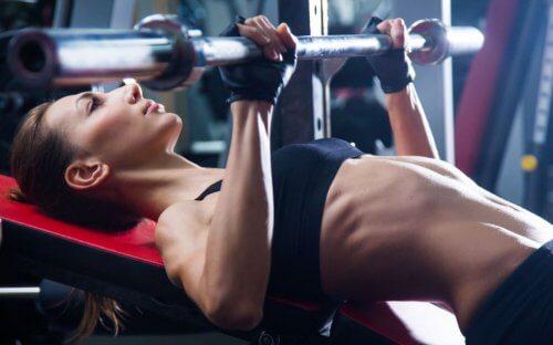 Les femmes peuvent-elles s'entraîner dans la zone musculation ?