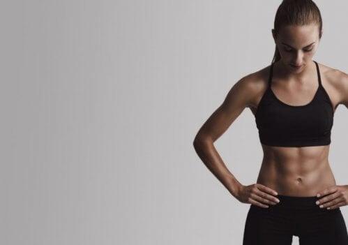 Combiner cardio et résistance pour voir vos abdos