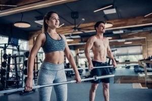 Les haltères de rétrécissement sont l'un des exercices les plus efficaces pour travailler la partie supérieure du corps.