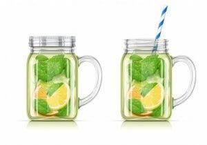 Jus à base de citron, et de menthe pour rafraîchir pendant la chaleur de l'été.