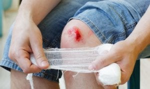 Les personnes qui présentent une carence en protéines peuvent remarquer que les plaies telles que les égratignures ou les coupures mettent plus de temps à cicatriser.