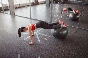 Planche avec médecine ball