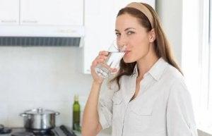 Un meilleur contrôle sanitaire est parfois effectué sur l'eau du robinet par rapport à l'eau en bouteille.