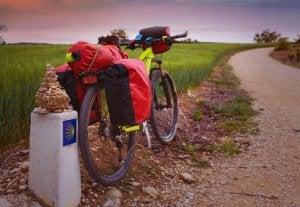 Le chemin de Compostelle est praticable également à vélo ou à cheval.