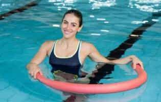 10 exercices d'aquagym