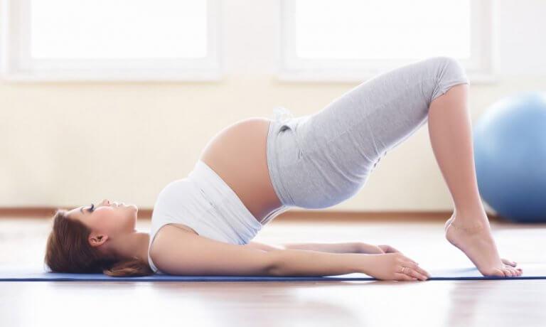 Comment puis-je travailler le plancher pelvien pendant la grossesse ?