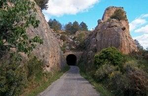 Route entre deux montagne