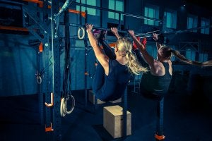 Entraînement de CrossFit à la barre
