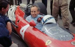 John Surtees qui court pour Ferrari