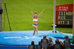Yelena Isinbayeva lors d'une épreuve de saut