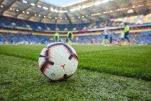 Match de football dans un stade.