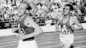 Parmi les sportifs européens : Emil Zapotek lors d'une course de fond.