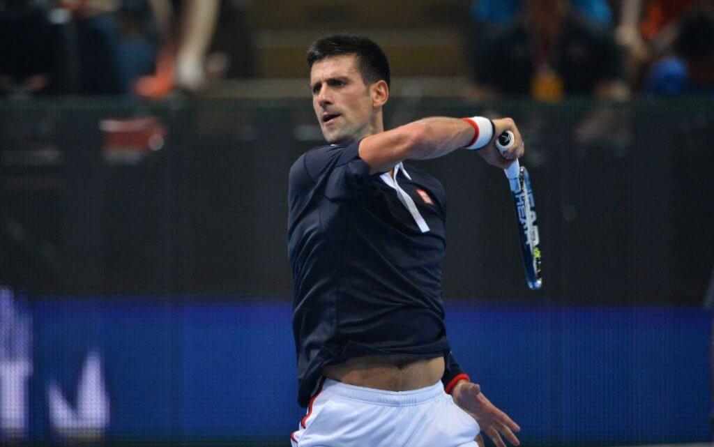 Novak Djokovic en pleine action.