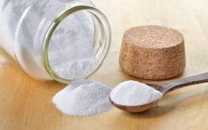 Un pot de bicarbonate de soude