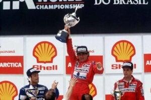 Ayrton Senna sur un podium