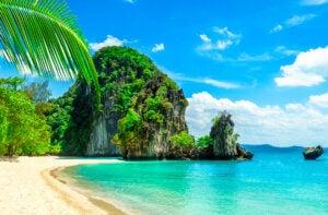 Une île paradisiaque et sa plage.
