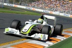 La formule 1 Brawn BGP 001 lors d'une course.
