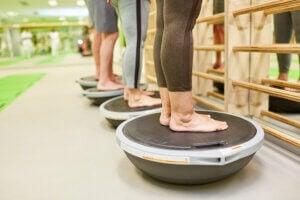 Exercices proprioceptifs pour l'équilibre.