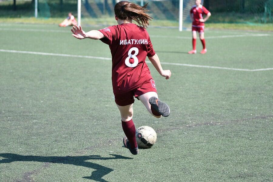La parité salariale est-elle possible dans le football professionnel ?