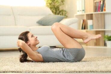Routine d'exercices abdominaux à la maison