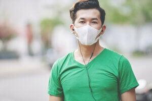 sportif portant un masque