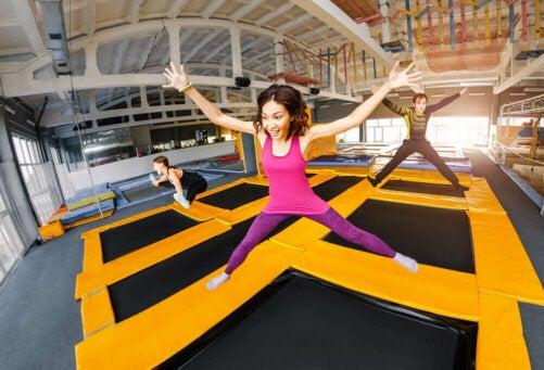Le saut libre, un exercice de trampoline